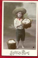 BVX-18 Joyeuses Pâques (en Relief),  Jeune Garçon Avec Deux Paniers D'oeufs. Cachet 1910 - Pâques