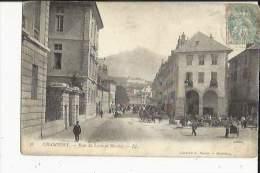 Chambery  73    La Rue Du Lycée  Animée-Le Marché  Et Le Nivolet - Chambery