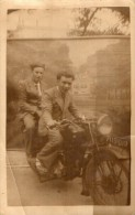 PHOTO 71  - Photo Originale ( 14 X 9 ) Montage -  Moto - Motocyclette - Motocycliste - - Motos