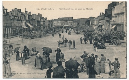 CPA - BERGERAC (Dordogne) - Place Gambetta, Un Jour De Marché - Bergerac
