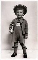 Hübscher Kleiner Bub In Strickkleidung Und Spielzeug 1939 - Kinder