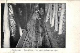 METIER - MINE - Charbonnage - Dans La Fosse: Vieux Plan Incliné Dans Une Veine. - Mines