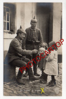 Les HUNTS En BELGIQUE-Enfants Belges-Soldats Allemands-Nourriture-Non Situee-Carte Photo Allemande-Guerre-14-18-1WK-BELG - Belgique