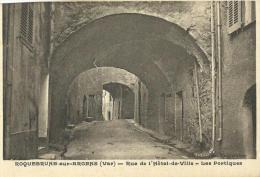 14 - CPA - ROQUEBRUNE-SUR-ARGENS - Rue De L'Hôtel De Ville - Les Portiques - (noir&blanc) - Roquebrune-sur-Argens