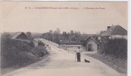 Villeneuve-sur-Allier- L'entrée Du Pont - France