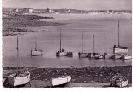 Santec - Ile De Siek Et La Petite Crique  Qui Sert D'abri Aux Bateaux De Pêche - France