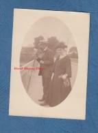 Photo Ancienne - Couple De Notable - Monsieur Regarde Dans Un Appareil Stéréo ? - TOP RARE - Double Vue - Jumelles ? - Fotos