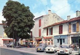(D) 16  Charente  Aigre  La Grande  Rue Annimee Et   Avec  Voitures  Anciennes - Autres Communes