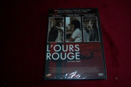 L' OURS ROUGE - Policiers