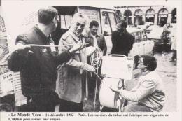 PARIS 1982 LES OUVRIERS DU TABAC ONT FABRIQUE UNE CIGARETTE DE 1.700 KM POUR SAUVER LEUR EMPLOI - Grèves