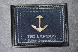 """Applique en tissu et laiton avec logo """"Ted Lapidus"""" pour article de maroquinerie ou v�tements"""