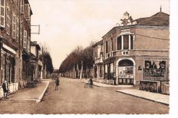 Feurs Rue De La République Années 50 Le Thêatre - Feurs