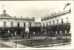 LA  HAVANE    CPA  PHOTO  SQUARE  ET  STATUE - Cuba
