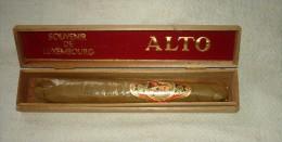 ANCIEN SOUVENIR DU LUXEMBOURG DANS BOITE D'ORIGINE GROS CIGARE ENCORE EMBALLE ALTO VOIR BAGUE - Around Cigars