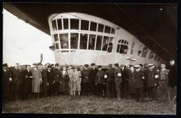 A3055) Zeppelin Private Fotokarte Vor Luftschiff-Gondel Ungebraucht Unused - Airships