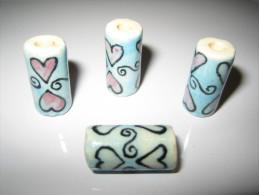 4 Perles, Tube, Bleu Et Rose Pastel, Motifs Coeurs , En Céramique 18mm De Haut. - Perles