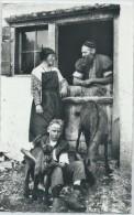 La Causette Au Chalet, En Gruyère. Costumes Gruériens. Chèvres. Ziegen. Goats - FR Fribourg