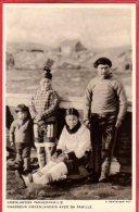 CPA GROENLAND Gronlandsk Fangerfamilie  Chasseur Groenlandais Avec Sa Famille - Greenland