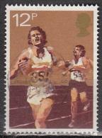 Gran Bretagna, 1980 - 12p Running - Nr.924 Usato° - 1952-.... (Elisabetta II)