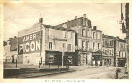 N°42413 -cpa Ruffec -place Du Marché- - Ruffec