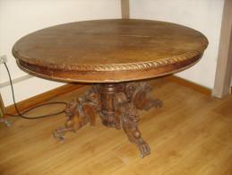 TABLE CHENE MASSIF PIED SCULPTE 110 X 129 cm