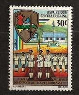 Centrafrique 1972 N° 156 ** Ecole Militaire, Jean Bedel Bokassa, Uniforme, Drapeau, Croix, Arme, Poignard, Religion - Central African Republic