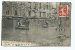 CPA ANIMEE PARIS, SAUVETAGE QUAI DES GRANDS GDS AUGUSTINS LORS DES INONDATIONS DE 1910, PARIS 75 - Inondations De 1910