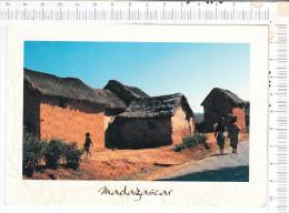 REPUBLIQUE DE  MADAGASCAR  -    Habitations Traditionnelles Des  Plateaux  Malgaches -  Jolis Timbres - Madagascar