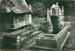 CPM - 29 - DAOULAS - La Fontaine Sacrée De 1550 Avec Ses Bancs De Pierre Pour Les Pèlerins - Daoulas