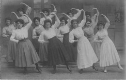 Carte Photo - 12 Danseuses En Mouvement - Photographe; Emile Moulin - Carte En Bon état. - Danza