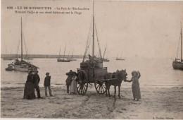 Ile De Noirmoutier Le Port De L Herbaudière Homard Pacha Et Son Sérial  Folatrant Sur La Plage - Ile De Noirmoutier