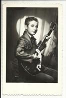 Jeune Musicien , Edition : Cartes Postales GILBERT , JARNAC (Chte ) - Tél. 264 - Jarnac