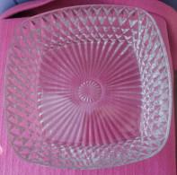 Plat Ancien En Verre Ou Saladier Ou Compotier - Glass & Crystal
