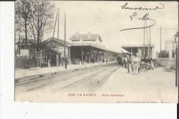Le Raincy  93    La Gare Interieure Et Laes Quais Tres Animées - Le Raincy