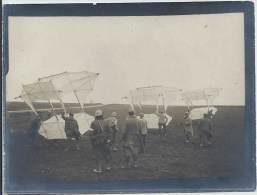 Photo Guerre 1914-18 - Trois Cerfs-volant Du Capitaine Dorand Avant Le Décolage - War, Military