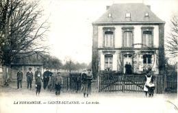N°42673 -cpa Sainte Suzanne -les écoles- - France