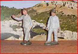Quiralu    2 Soldats En  Tenue De Quartier - Quiralu