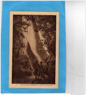NOUVELLES HEBRIDES-cascade De Pentecote-2 Indigènes  -années 1910-20-édition EB - Vanuatu