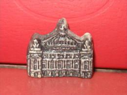 f�ve l'op�ra  - s�rie  les monuments de Paris ann�e 1996 : Moulin � huile -  f�ves - rare