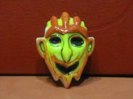 f�ve masque d�mon orange et jaune - s�rie les masques v�nitiens ann�e 1996 -  f�ves - rare