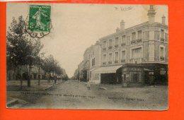 42 FEURS : Angle Des Rues Hôtel De Ville Et Victor Hugo (accroc En Haut) - Feurs