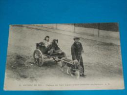 Transport ) Attelage De Chien - N° 43 - Paysans Du Nord Fuyant Devant L'invasion Des Barbares - Année 1915 - EDIT - A.R - Cartes Postales