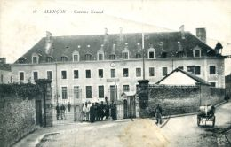 N°42725 -cpa Alençon -caserne Ernouf- - Caserme