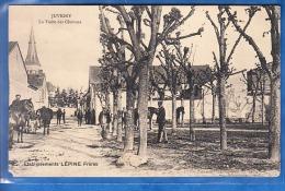 JUVIGNY LA VISITE DES CHEVAUX EATBLISSEMENTS LEPINE FRERES ABIMER COIN BG - Autres Communes