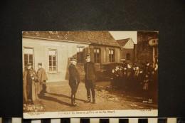 CP, MILITARIA GUERRE 1914-18 Entretien Du Général JOFFRE Et Du Roi ALBERT N° 343 Ecrite - Guerre 1914-18