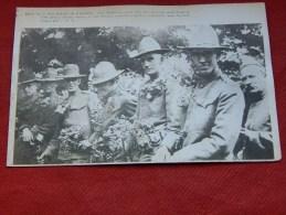 MILITARIA  -  U.S. Soldiers In France - Soldats Américains En France Au Cimetière De Picpus -  (2 Scans) - Equipment