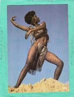 AFRIQUE EN COULEUR JEUNE DANSEUSE FOLKLORE AFRICAIN - Cartes Postales