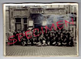 KUURNE - Prachtige Oude Foto 13 X 18 Cm. - Fanfare Aan Het Gemeentehuis. - Kuurne