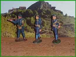 Quiralu =  3 Chasseurs Alpins   Arme Sur épaule ( 1933 /1940 Alu.)seul  Tireur Fusil Abimé - Quiralu