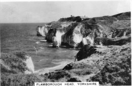 Cigarette Card - Holiday Haunts By The Sea Set. Flamborough Head Lighthouse & Coastguard Station - No. 40 - Sigaretten